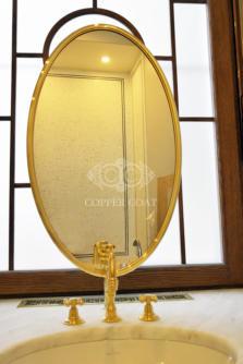латунь в ванной комнате