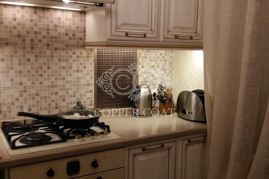 Латунная панель в кухонный фартук